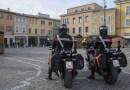 Aggredisce e rapina un uomo di Chiaravalle nel centro di Fano, arrestato dai carabinieri
