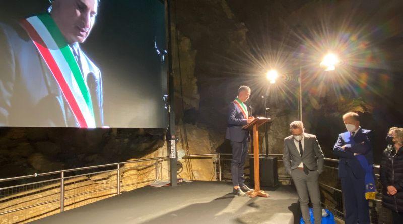 Una nuova e più scenografica illuminazione per le Grotte di Frasassi