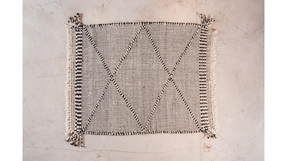 petit tapis ancien berbere motif losange ecru