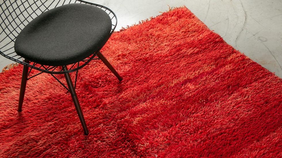 rare tapis berbere beni mguild en laine coloris rouge