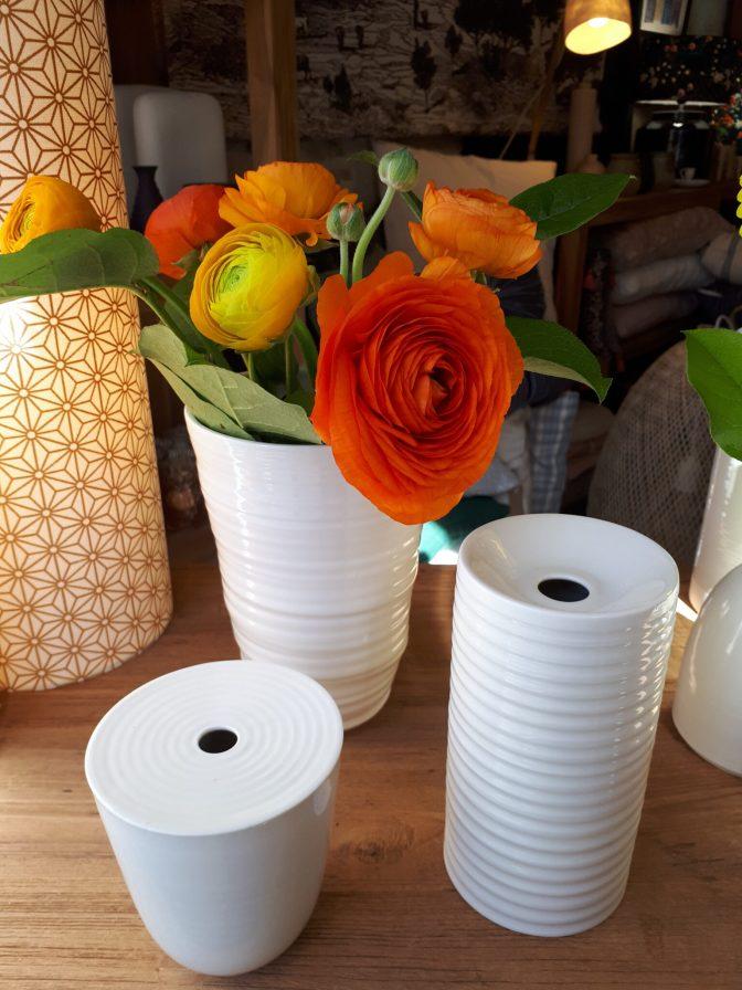 Vase et soliflores en porcelaine