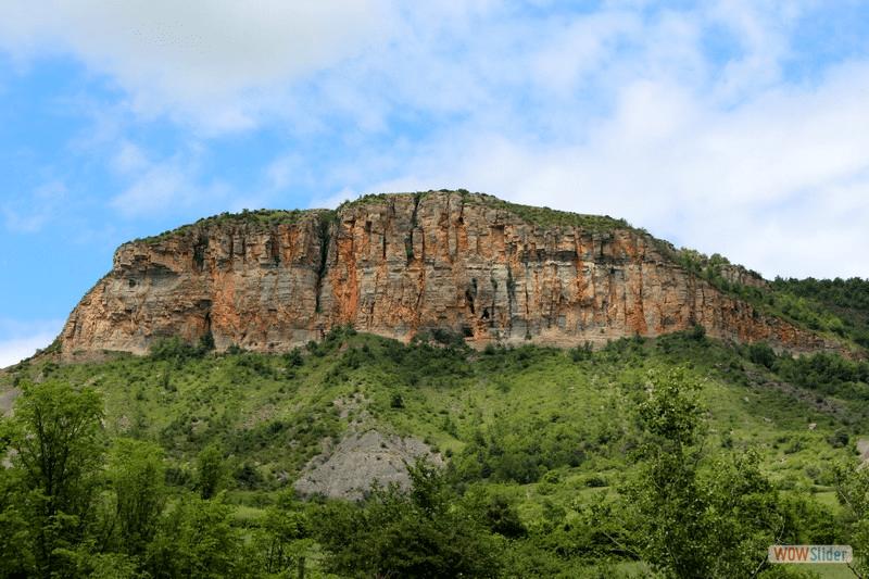 J.Grosse  Le Piedestal22  Le Puech de Suège vue de la vallée