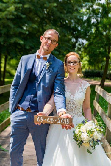 Photo de couple marié dans un parc