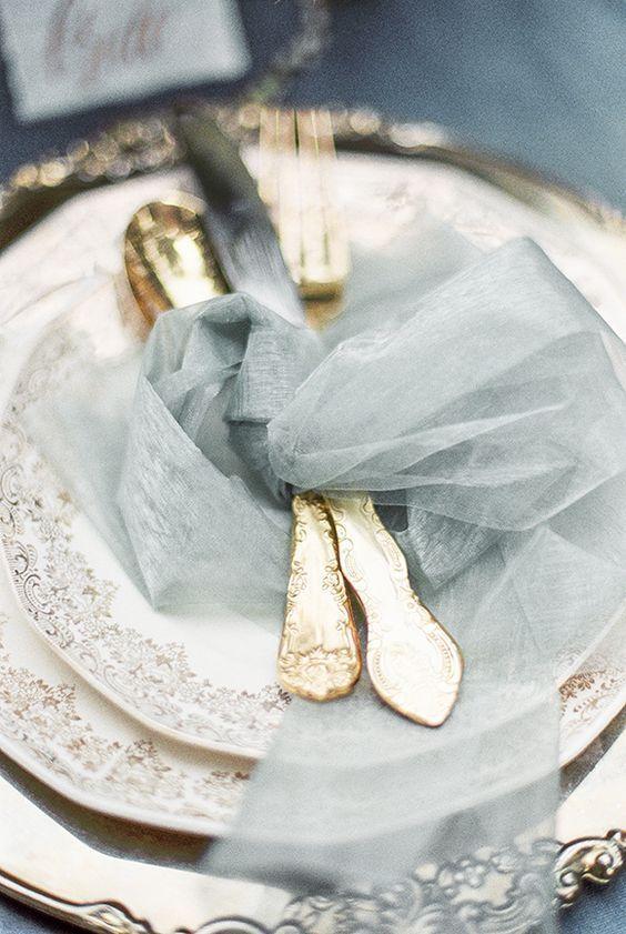 tulle bleu sur couverts pour mariage bleu