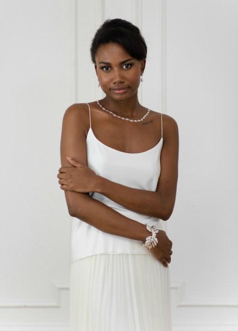 hanah - collier de mariée avec perles 2 - credit Cecile Creiche - La Mariee Sous Les Etoiles