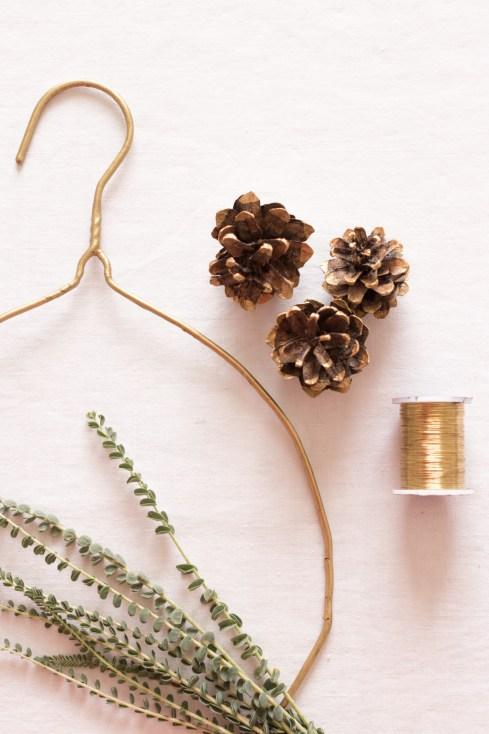 DIY - Couronne Végétale - Comment fabriquer une couronne de Noël   Crédit-Blog La Mariée Sous Les Etoiles