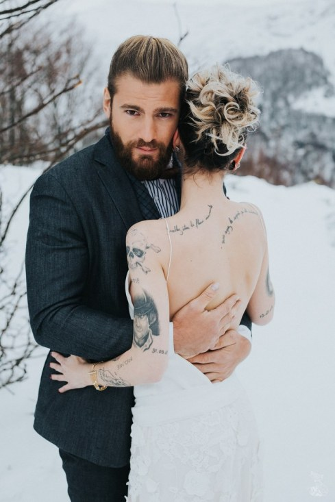 Let_In_Love_Shooting_dinspiration_hivernal_dans_les_montagnes_Gourette_Elopement_Caroline_Happy_Pics (29)