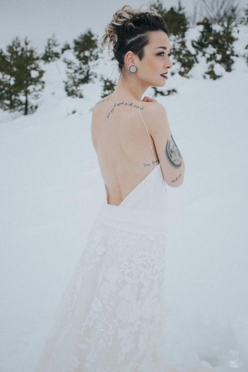 Let_In_Love_Shooting_dinspiration_hivernal_dans_les_montagnes_Gourette_Elopement_Caroline_Happy_Pics (32)