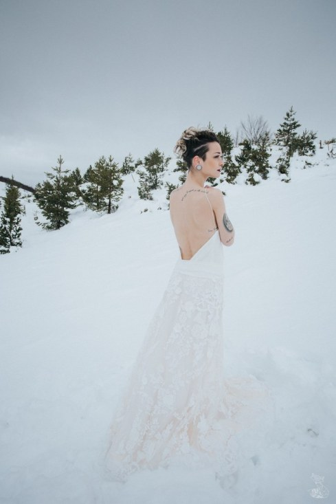 Let_In_Love_Shooting_dinspiration_hivernal_dans_les_montagnes_Gourette_Elopement_Caroline_Happy_Pics (33)