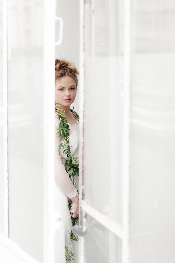 Workshop-coiffures-de-mariee-minimaliste-vegetal-floral-amélie-gouttenoire-photos-frederick-dewitte (23)