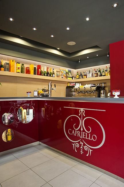 Rendi speciale la pausa caffè, con ab arredamenti negozi. Metal Furnishing Tailor Made And Customized For Cafe Pastry Restaurants