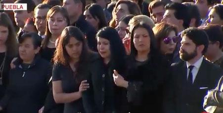 Amigos y familiares se conmovieron en el funeral realizado en la Plaza de la Victoria de Puebla (Foto: Captura forotv,Televisa)