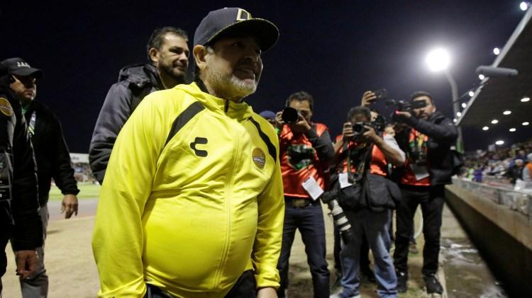 Diego, de 60 años, aguarda una definición en Buenos Aires (Foto: Reuters)