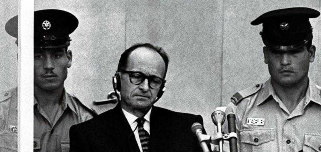 Adolf Eichmann durante il processo di Gerusalemme
