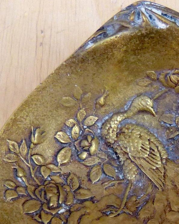 Cenicero de Bronce... Pavo Real Dentro de una Almeja