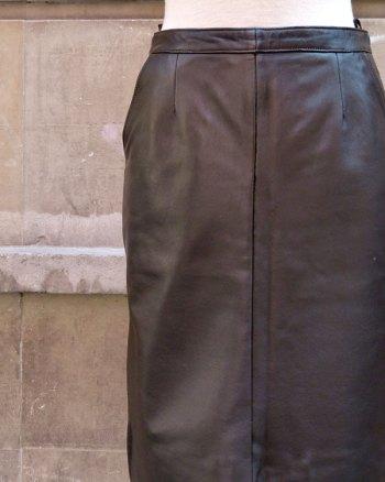 Hazelnut leather skirt with side pockets