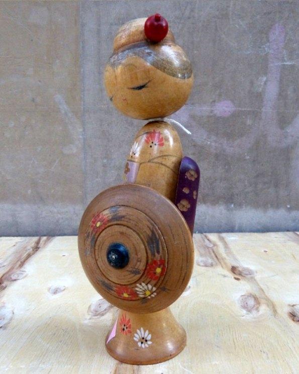 Rare Kokeshi del Maestro Artesano Kishi Sadao