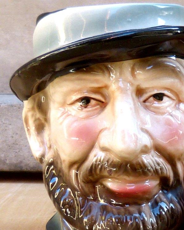 Jarra de porcelana japonesa o Toby Jug con cara de Anciano