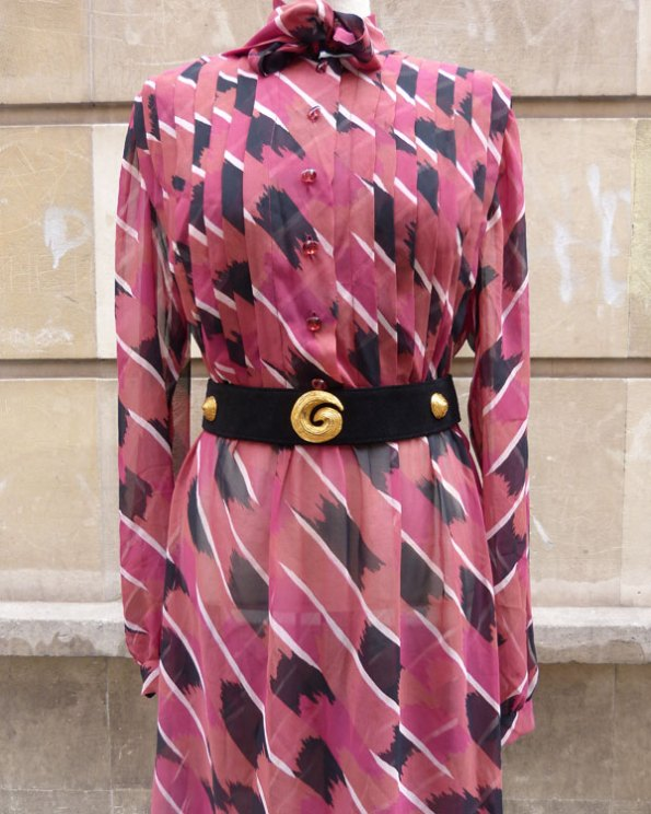 Vestido 70's de seda estampada y corte camisero