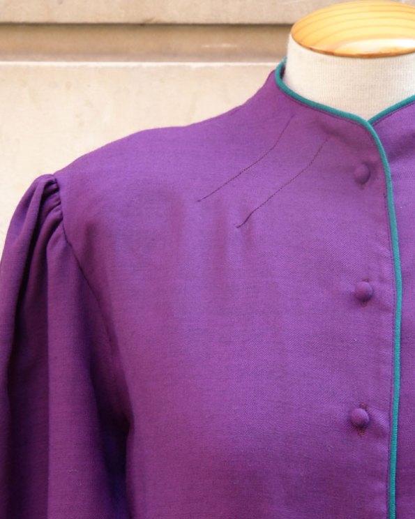 Blusa Ultra Violeta con cuello chimenea