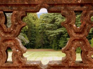 Il Castello di Sammezzano dentro il parco delle sequoie