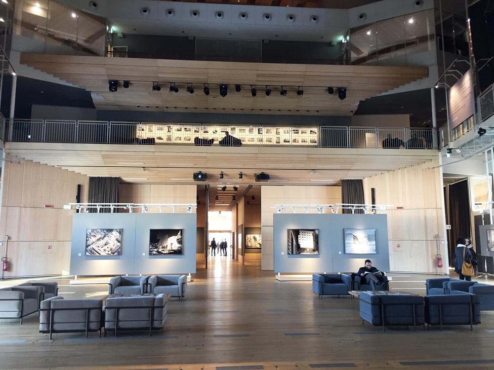 Pavilion, interno