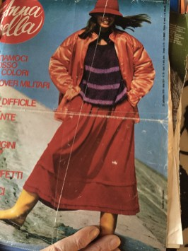 Copertina Annabella, 1977: maglione di Ulla e gonna Kenzo