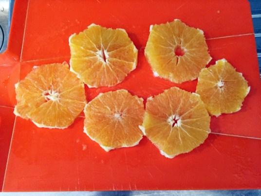 Torta di pane con pere, arance e cioccolato, preparazione