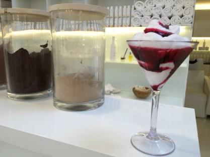 The Space Milano: la miscela della tintura è servita come un cocktail