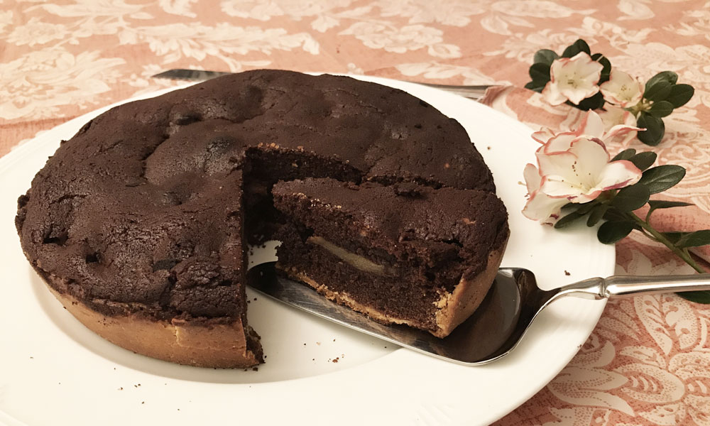 Torta al cioccolato con mele e cannella