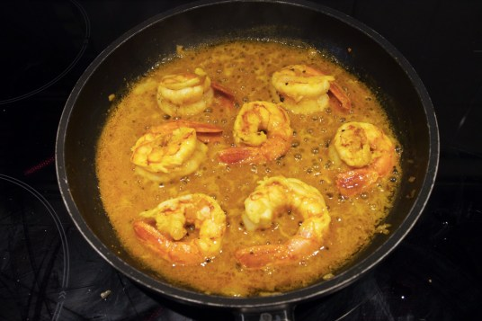 Gamberoni con salsa al curry e succo d'arancia