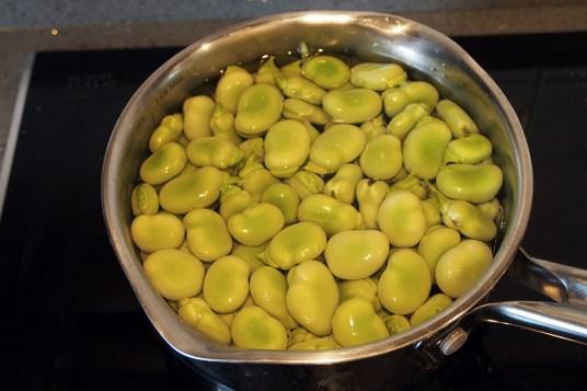 Tortino di patate con hummus di fave