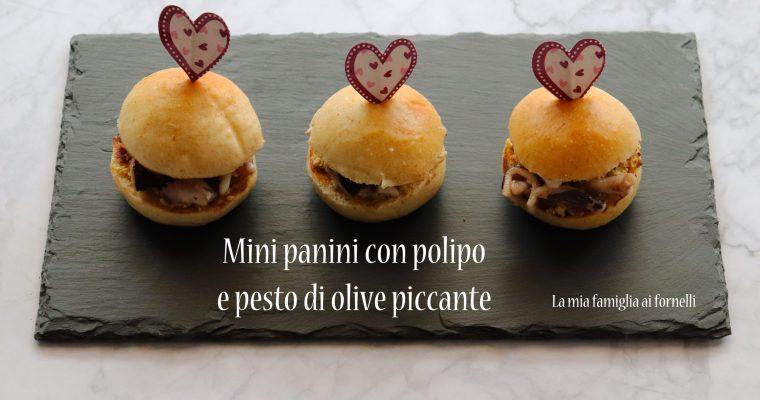 Mini panini con polipo e pesto di olive piccante