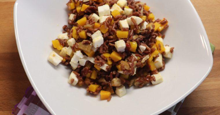 Insalata di riso rosso con zucca, funghi porcini e mozzarella