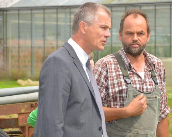 Heinrich Hannen und NRW-Umweltminister Johannes Remmel auf dem Lammertzhof