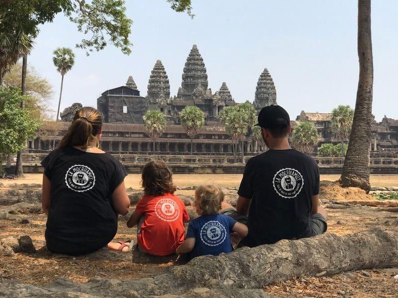 Foto en familia de Angkor Wat en Camboya