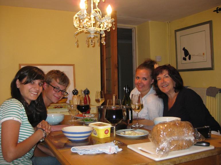 Con carol y los niños durante la cena