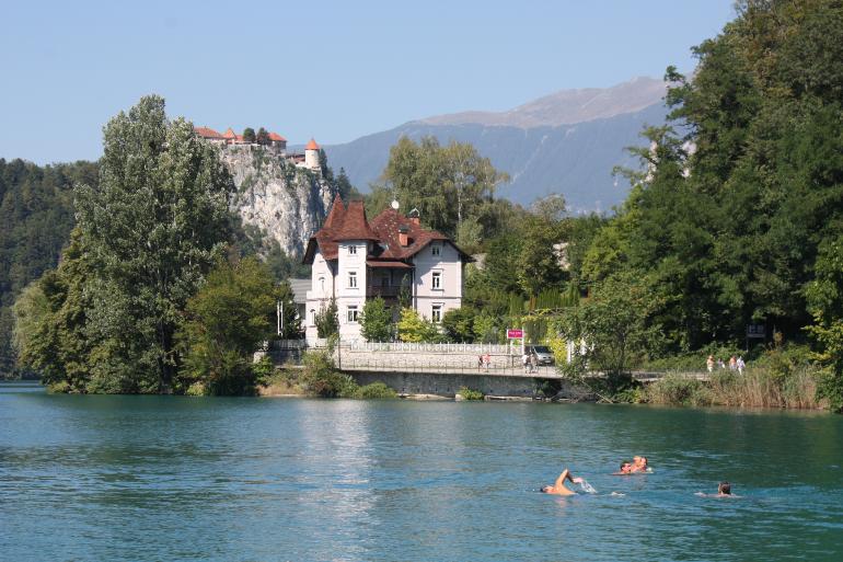 castillo bled desde el lago