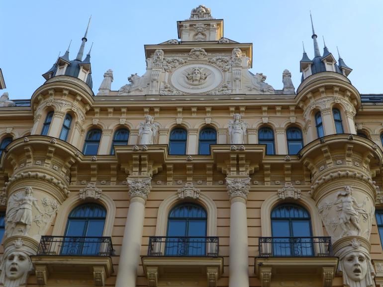 fachada prinicpal de la escuela de Posgrado de Derecho de Riga