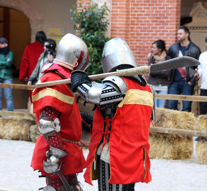 luchadores medievales en combate