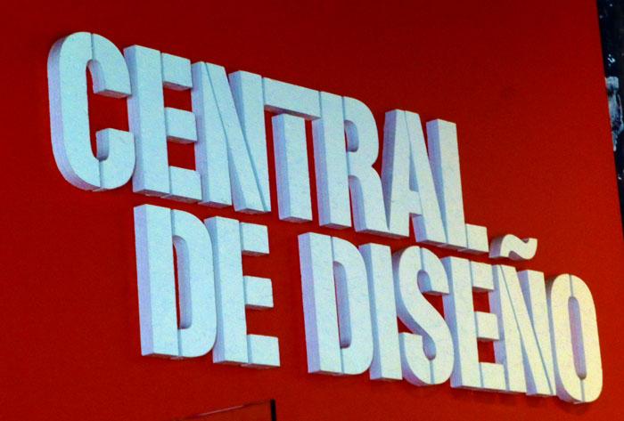 En la nave central de diseño del Matadero de Madrid se celebra este mercado mensuañ