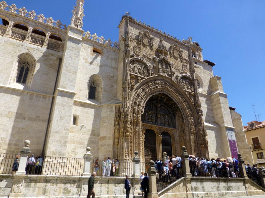 Fachada principal de la iglesia de Santa María la Real