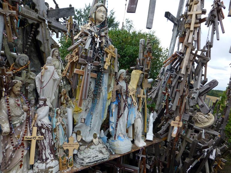 imagenes-de-la-virgen-en-la-colina-de-las-cruces-lituania