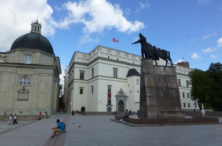 estatua-gran-duque-gediminas-vilna