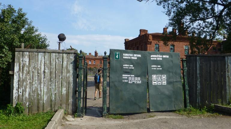 entrada de la prisión de karosta