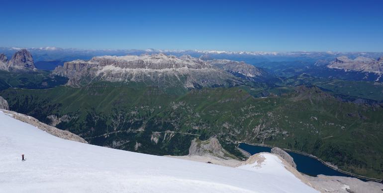 glaciar y vistas al lago fedaia