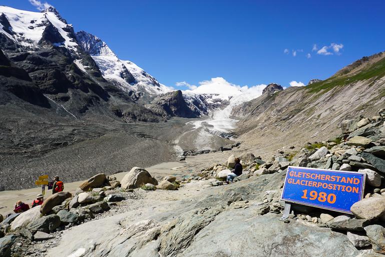 Cartel que indica que en 1980 el glaciar Pasterze comenzaba ahí