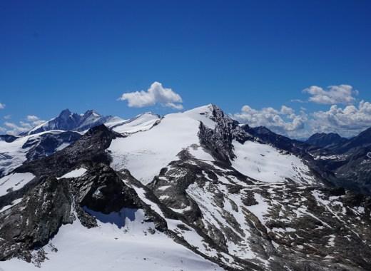 vista de los alpes nevados. glaciares austriacos