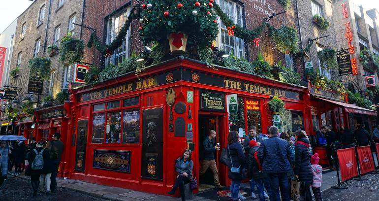 fachada roja de temple bar