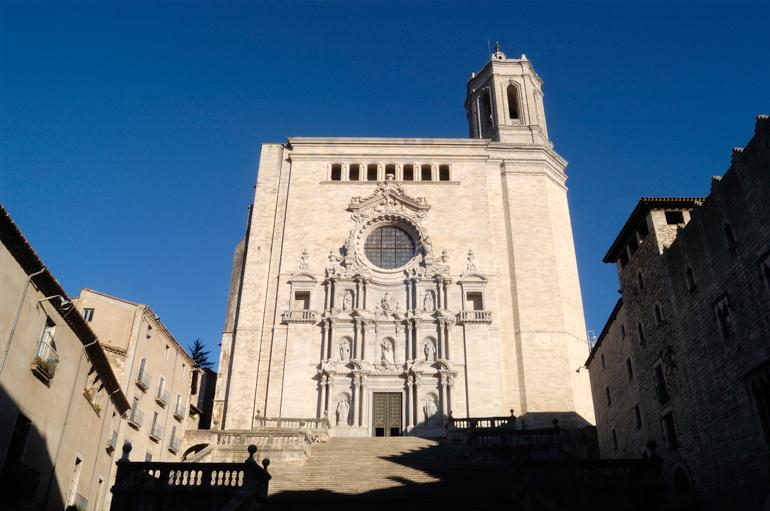 Fachada de la Catedral de Santa María, una localización de Juego de tronos en Cataluña